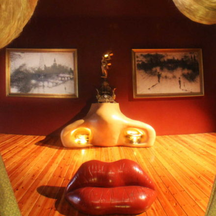 dali-lips-room-museum-figueres